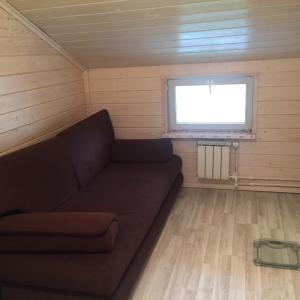 Сдам в аренду комнату. В деревянном доме на земле.