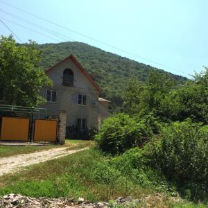 Комнаты в доме со всеми удобствами недалеко от моря в Дюрсо для вегетарианцев, веганов, сыроедов, фрукторианцев.