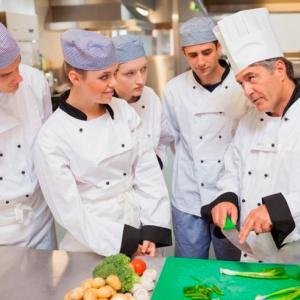 Требуется шеф-повар на вегетарианскую кухню в семейную школу и детский сад