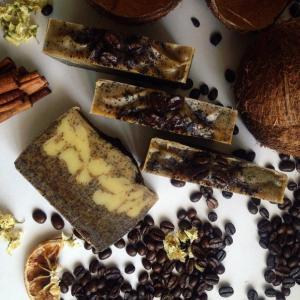 Натуральное кофейное мыло-скраб.